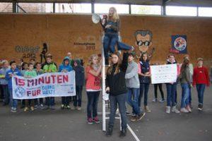 Super Stimmung bei der Eröffnung der Pausenaktion an der Marienschule in Opladen. © Becker | Kirchenzeitung für das Erzbistum Köln